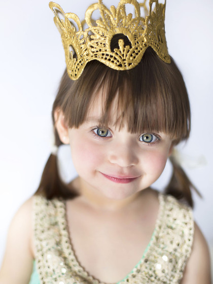 young-girl-with-crown-Modewest